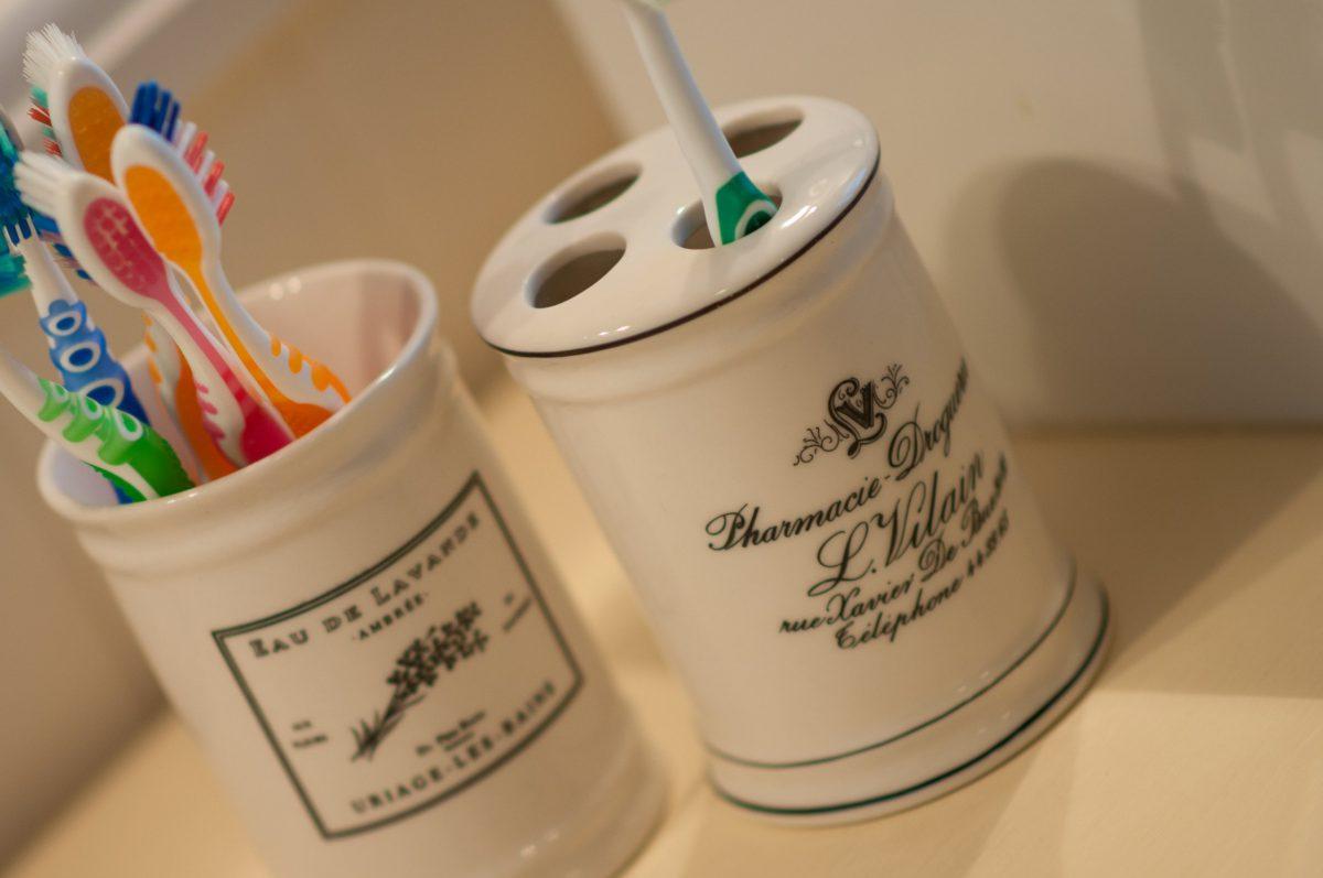 Hof der Heerlijckheid - badkamer 1 tandenborstels