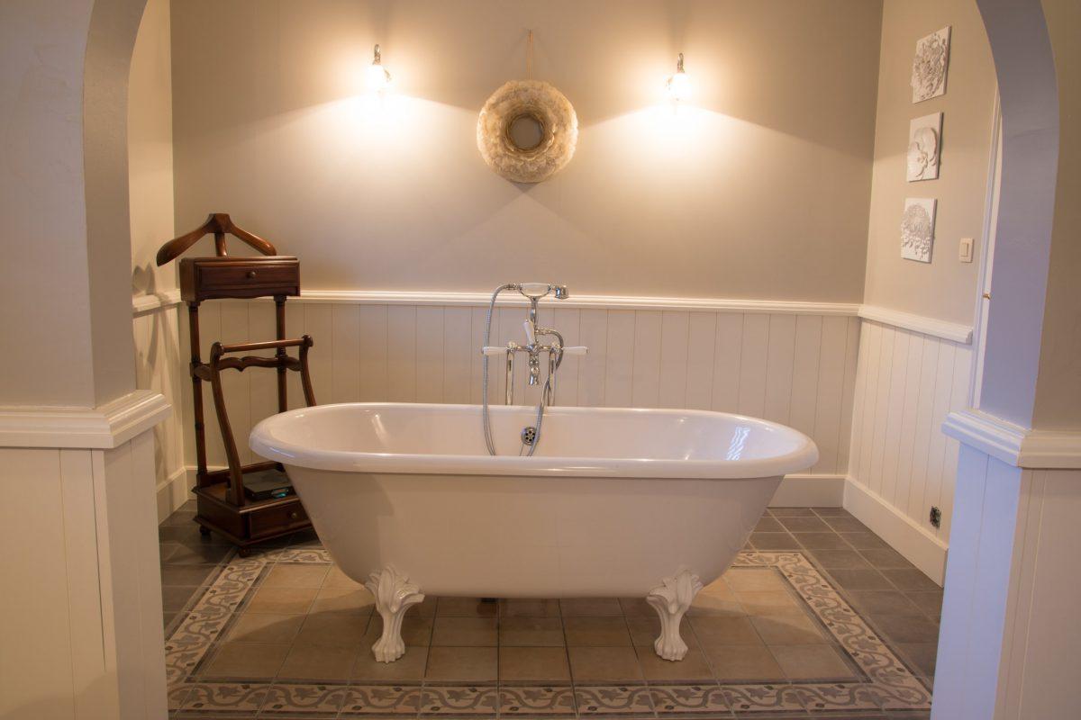 Hof der Heerlijckheid - badkamer 2 bad