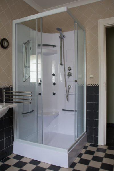Hof der Heerlijckheid - badkamer 2 douche