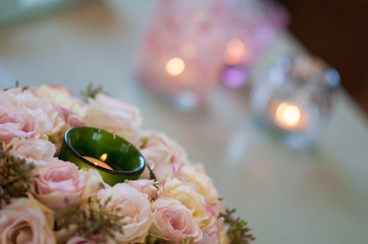Hof der Heerlijckheid - bloemstuk en theelichtjes