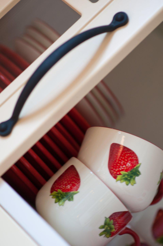 Hof der Heerlijckheid - keuken kast servies detail