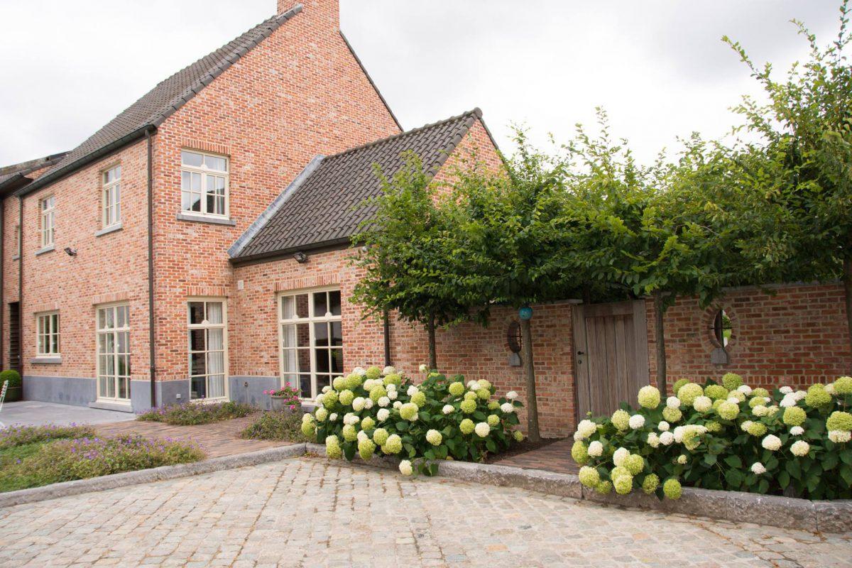 Hof der Heerlijckheid - outdoor binnenkoer met tuinpoort