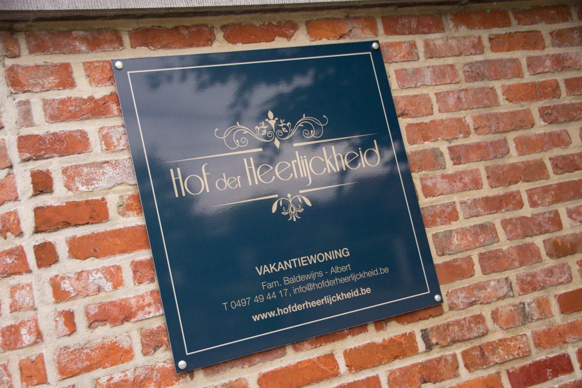 Hof der Heerlijckheid - outdoor gevelbord - contact